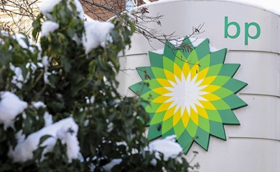 A BP (British Petroleum) logo is seen at a petrol station in central London February 3, 2009. BP missed analysts' forecasts with a 24 percent drop in fourth-quarter replacement cost net profit to $2.59 billion (1.82 billion pounds), due to a collapse in oil prices and a big loss at its Russian unit. REUTERS/Toby Melville (BRITAIN) - RTXB6JC