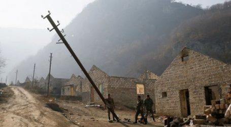 Армяне уносят из Кельбаджара и электростолбы