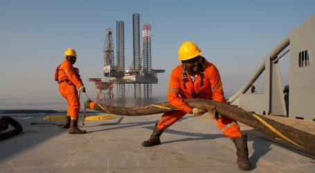 """""""Fitch"""" uzunmüddətli perspektivdə neftin ucuzlaşacağını proqnozlaşdırır"""