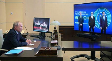 Путин участвует в открытии комплекса переработки нефти «Евро+» в Москве