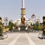 Туркменский манат обесценивается: элита начала скупать квартиры в Ашхабаде