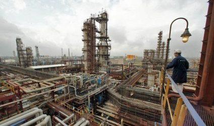 SOCAR Postpones Dismantling of Old Oil Refinery on Caspian Coast until 2021