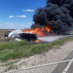 В Казахстане на трассе сгорел бензовоз