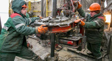 Добывать нефть в России становится все дороже