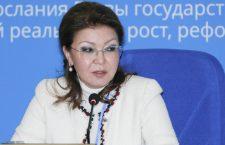 Qazaxıstan prezidentinin qızı atasının səhhəti barədə danışıb