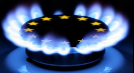 Цены на газ в Европе рухнули на 50%