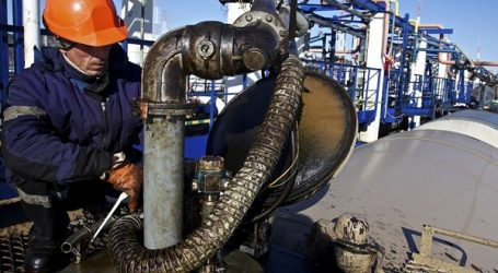Russia's Crude Oil Exports Drop 8% In January-August