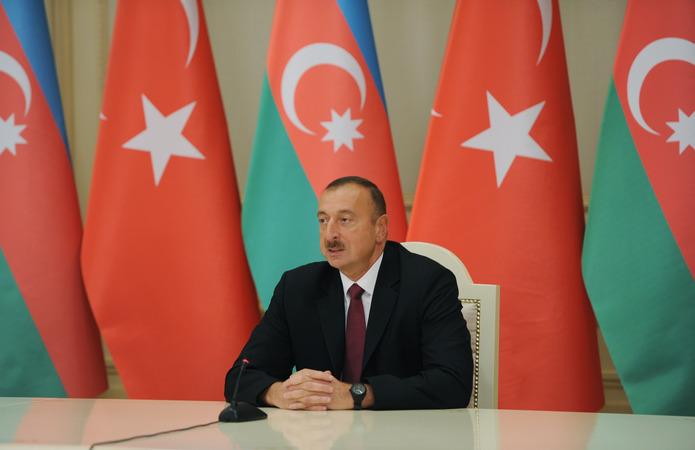 Ильхам Алиев: Азербайджан призывает страны ОПЕК+ соблюдать договоренности по сокращению добычи нефти