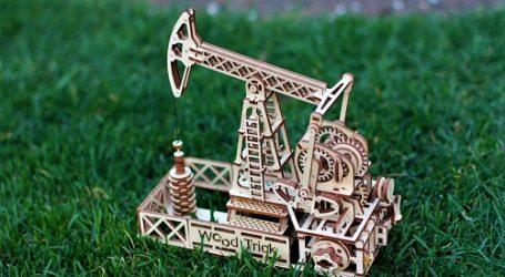 Нефть дешевеет на опасениях за дисбаланс спроса и предложения