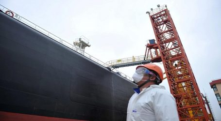 China charters 19 tankers for record U.S. crude oil shipment