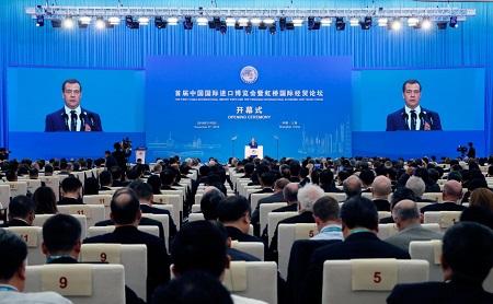 Медведев признал санкции и протекционизм новой реальностью экономики мира
