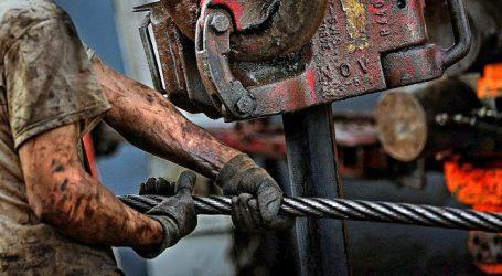 Нефть затрясло после рекордного скачка запасов в США