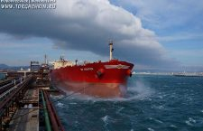 Приостановлена отгрузка нефти в порту Новороссийск из-за шторма