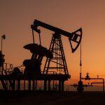 Bazar ertəsi neftin ucuzlaşması ilə başladı