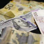 Золотовалютные резервы Азербайджана за год сократились почти на две трети