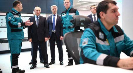 Президент России посетил новый нефтехимический комплекс «ЗапСибНефтехим»