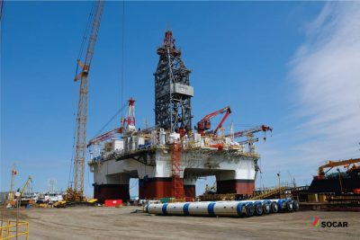 Drilling rig goes to drilling site