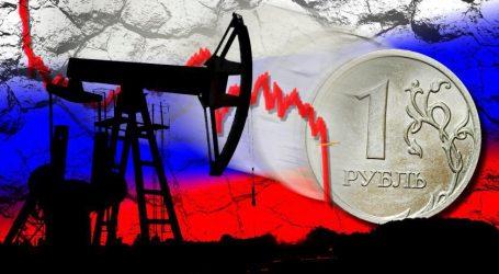 Рубль неожиданно дешевеет на фоне роста цен на нефть
