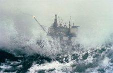 SOCAR увеличил число эвакуированных нефтяников до 2500 человек