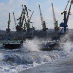 Новороссийск приостановил отгрузку нефти из-за сильного ветра