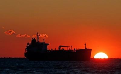 Иран начал экспорт нефти с плавучих хранилищь