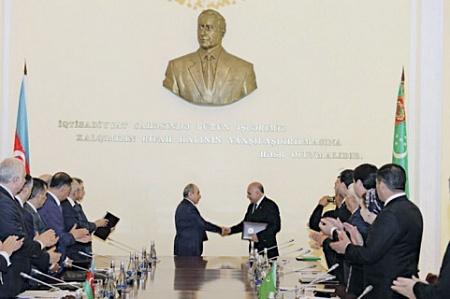 Баку и Ашхабад хотят строить транскаспийский газопровод