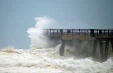 SOCAR эвакуирует нефтяников с морских платформ – надвигается шторм